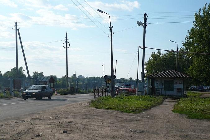 Железнодорожный переезд в Пскове возле Рижского моста. Фото: Spineshank/wikipedia.org/CC0