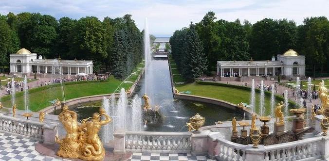 Панорама Петергофа.  Фото: Philipp Hienstorfer/ commons.wikimedia.org