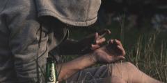 Алкоголизм и наркоманию запретили лечить кодированием