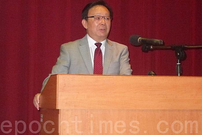 Китайский историк Синь Хаонянь выступает с лекцией. Города Тайбэй, Тайвань. Сентябрь 2015 года. Фото: The Epoch Times