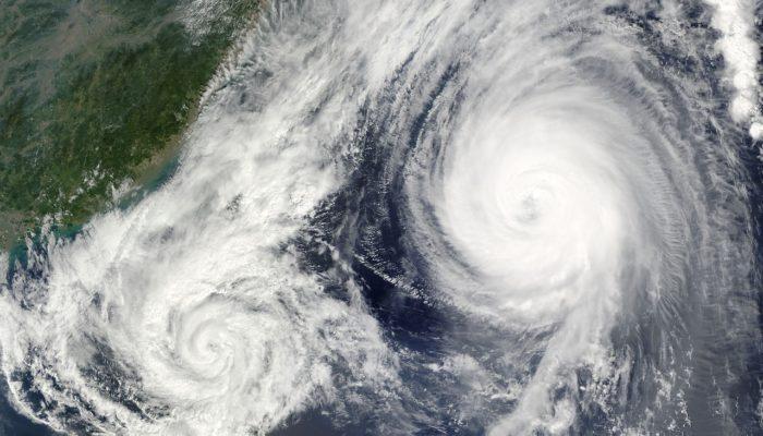 Жертвами тайфуна на Тайване стали два человека
