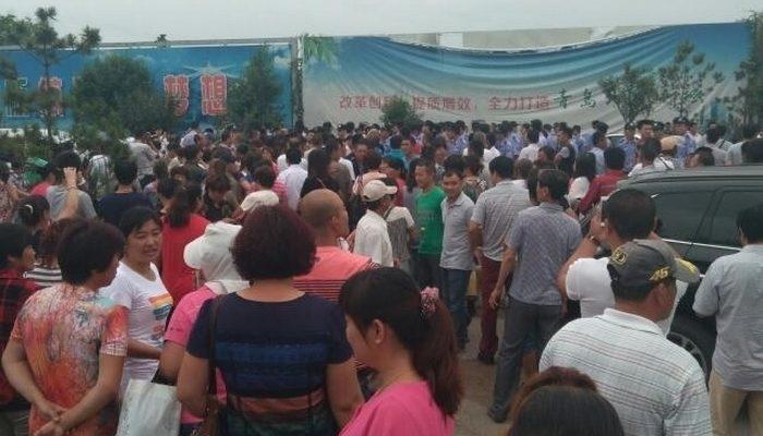 На востоке Китая протестуют сотни насильно выселенных чиновниками крестьян