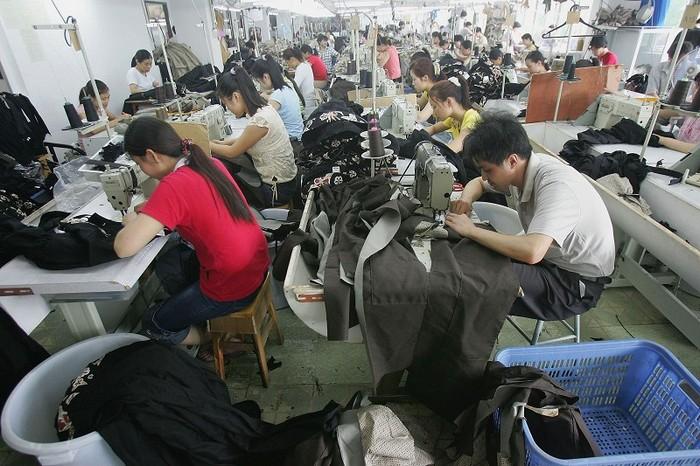 Китайские рабочие на швейной фабрике. Фото: Getty Images