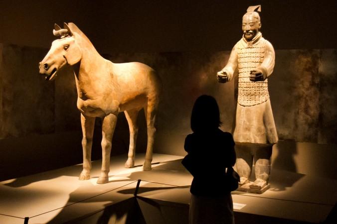 Китайский терракотовый воин с лошадью из гробницы императора Цинь Шихуана. Фото: Public Domain