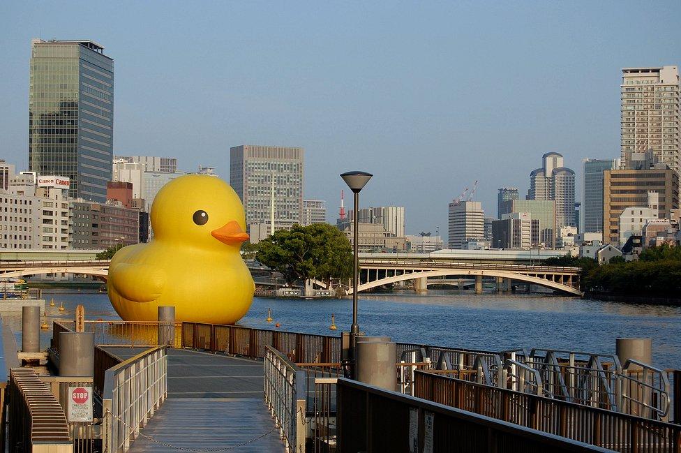 Гигантская утка в городе Осака. Фото: hiromitsu morimoto/flickr.com/CC BY-SA 2.0