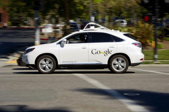 Самоуправляемый автомобиль Google перед штаб-квартирой компании в Маунтин-Вью, Калифорния, 27 сентября 2013 года. Фото: David Paul Morris/Bloomberg via Getty Images