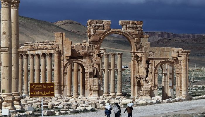 Боевики ИГИЛ взорвали в Пальмире Триумфальную арку