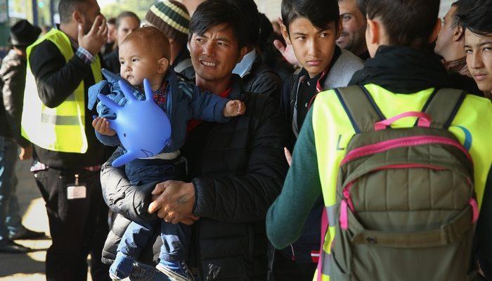 Для мигрантов без права нахождения в России введут спецрежим