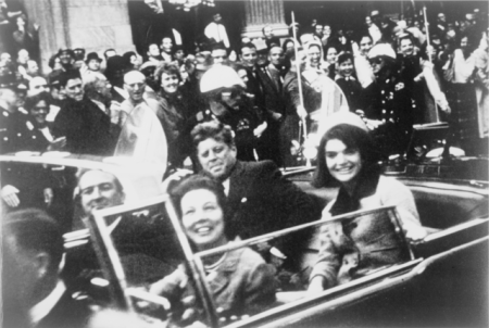 640px-John_F._Kennedy_motorcade,_Dallas_crop