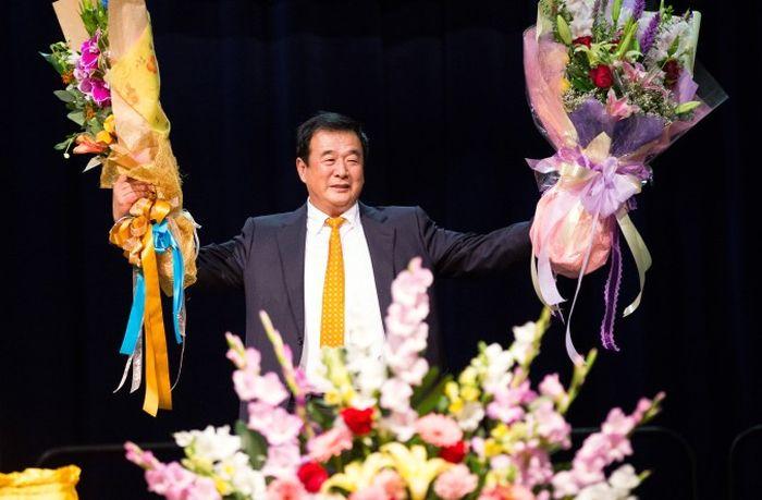 Господин Ли Хунчжи, основатель системы самосовершенствования Фалунь Дафа (Фалуньгун), выступил с речью на конференции по обмену опытом в Лос Анжелесе, 16 октября 2015. Фото: Ларри Краска/Великая Эпоха