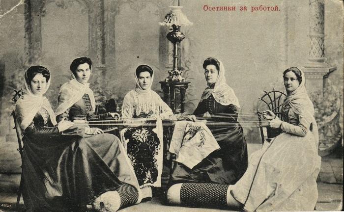 Осетинки за работой. Фото: commons.wikimedia.org/CC0 1.0
