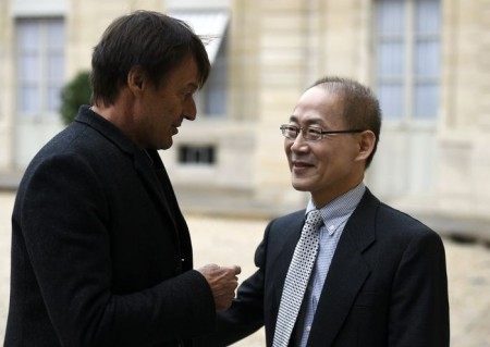 Hoesung Lee (R), the new president of the Intergovernmental Panel on Climate Change (Groupe d'experts intergouvernemental sur l'evolution du climat, GIEC), speaks to French environmentalist Nicolas Hulot as he leaves the Elysee Presidential Palace in Paris on October 15, 2015, after a meeting with the French president. AFP PHOTO / ERIC FEFERBERG (Photo credit should read ERIC FEFERBERG/AFP/Getty Images)