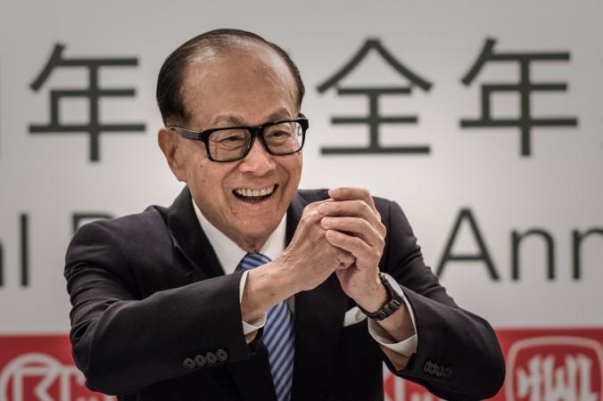 Гонконгский магнат Ли Кашин на пресс-конференции в Гонконге 26 февраля 2015 года. Фото: Philippe Lopez/AFP/Getty Images