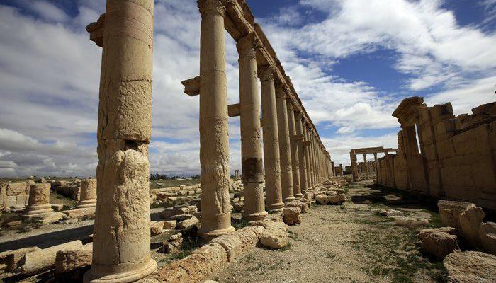 Боевики ИГИЛ взорвали в Пальмире три колонны с жителями