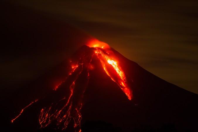 Извержение вулкана Колима в Сан-Антонио, Мексика, 12 июля, 2015 г. Фото: Hector Guerrero/AFP/Getty Images