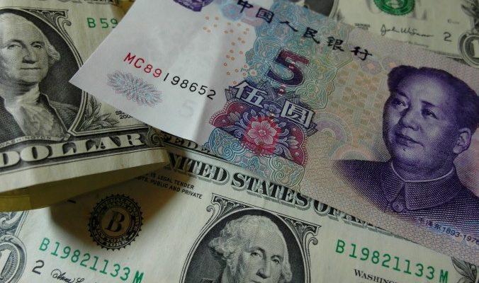 Китай продолжает продавать валютные резервы