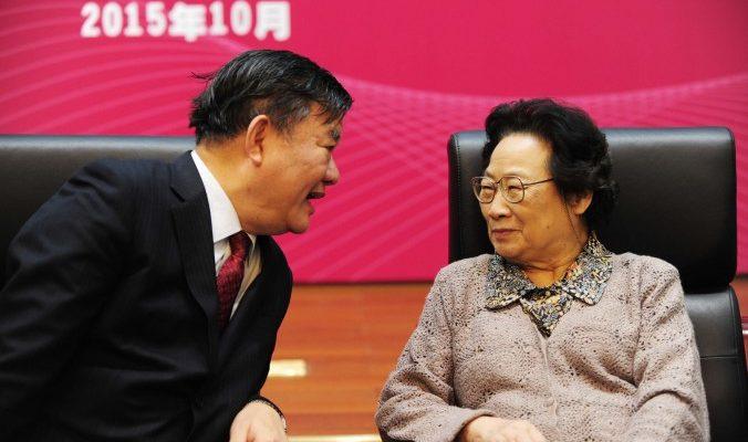 Китаянка получила Нобелевскую премию, но её коллеги этому не рады