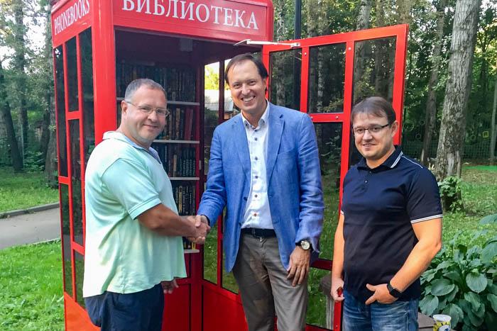 Роман Харланов (в центре) на городском мероприятии. Фото предоставлено пресс-секретарем Дарьей Осиповой