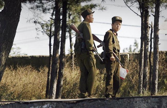 Солдаты Северной Кореи. Фото: PETER PARKS/AFP/Getty Images