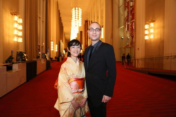 Офицер ВМФ США Николас Мэйтос и его супруга Сатоко Кимура посетили концерт симфонического оркестра Shen Yun в Кеннеди Центре в Вашингтоне 11 октября 2015 г. Фото: Lisa Fan/Epoch Times