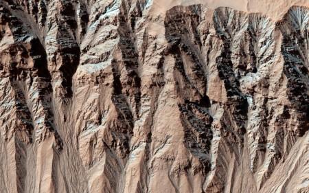 Следы воздействия осадков на Марсе. Фото: nasa.gov