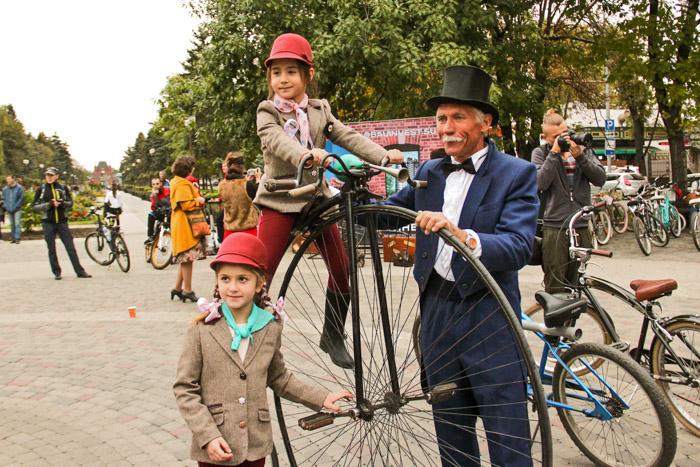Осенняя велопрогулка в стиле ретро «Велоджаз: Америка 1930-х». Фото: Александр Трушников/Великая Эпоха