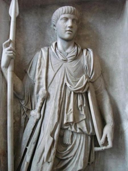 Praetorian-Guard-statue