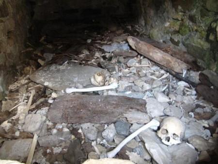 Skeletons-inside-Dargavs-Crypt