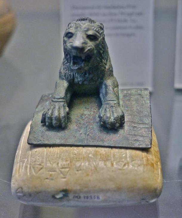 Лев и каменная табличка из Уркеша с самым ранним известным хурритским текстом