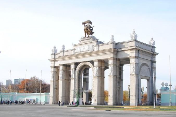 ВДНХ, главный вход. Фото: Martisha/commons.wikimedia.org/CC BY-SA 3.0