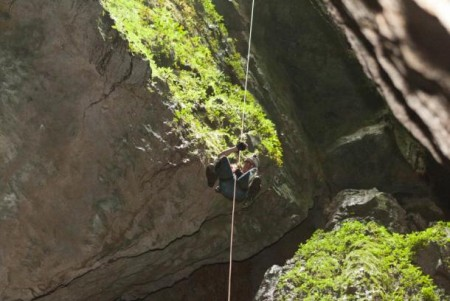 chris-rappelling