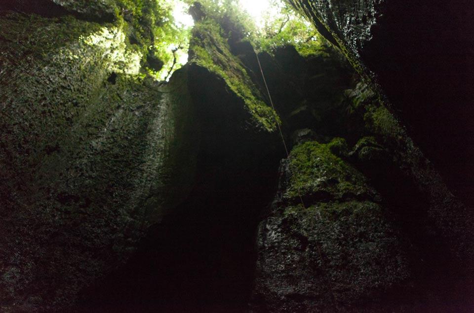 Один из входов в пещеры Тайос. Фото: Ancient Origins