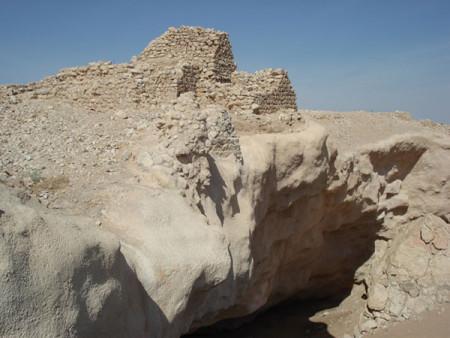 Руины крепости в городе Ирам. Фото: Wikipedia