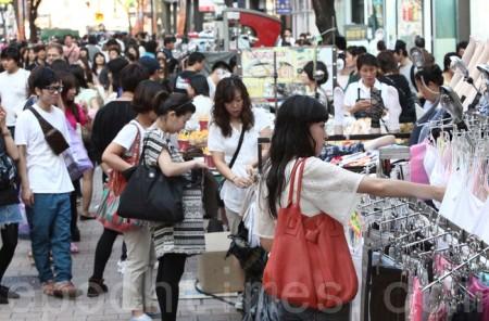 Китайцы на вещевом рынке в Южной Корее. Фото: The Epoch Times
