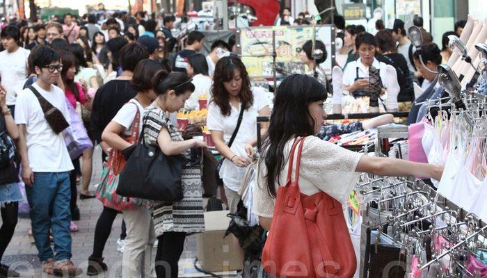 Китайцы устремились за границу покупать качественные некитайские товары