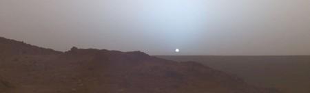 Закат на Марсе 19 мая 2005 года. Снимок марсохода «Спирит», который находился в кратере Гусева. Фото: NASA