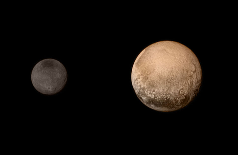 Плутон и его спутник Харон. Фото: NASA