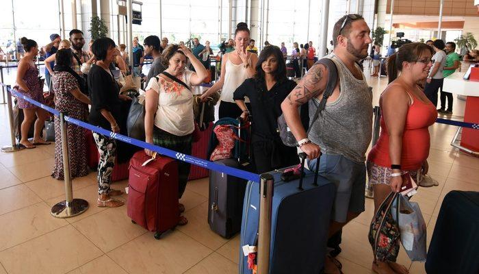 30 000 туристов «Лабиринта» не могут вернуться домой
