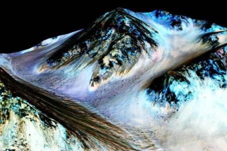 Солевые потоки на Марсе. Фото: NASA/JPL/University of Arizona