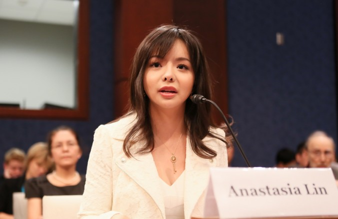 Мисс Канада Анастасия Линь выступает