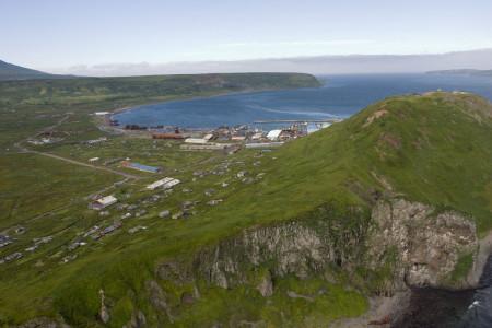 Вид на портовую часть Северо-Курильска, тут находился весь город до цунами 1952 года. Фото: Rdfr/wikipedia.org/CC BY-SA 2.5