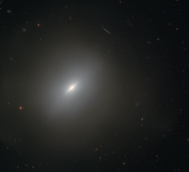 Галактика NGC 3610. Фото: NASA