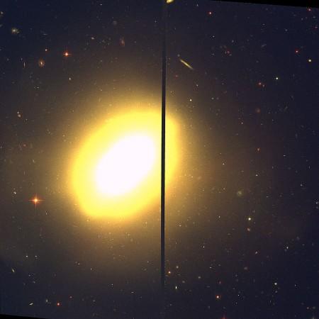 Галактика NGC 3610  Фото: Hubble/NASA