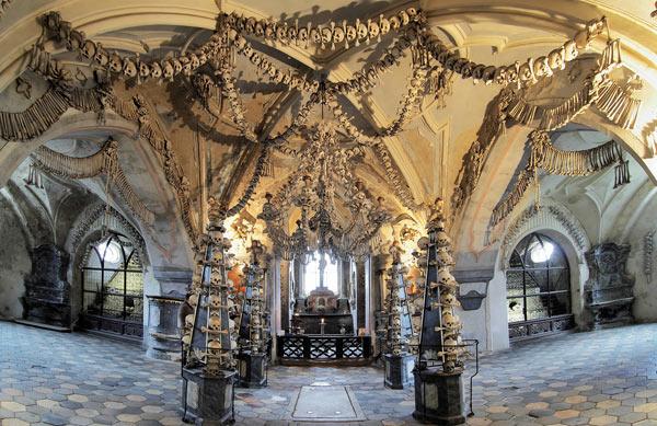 Церковь из костей в г. Седлице, Чехия. Фото из ancient-origins