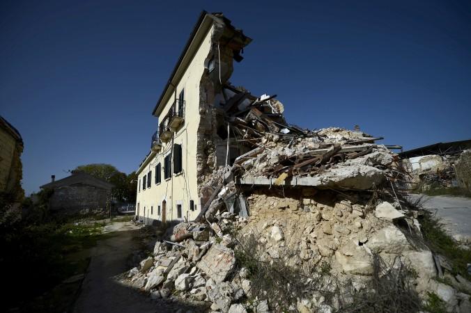 Повреждённые во время землетрясения 2009 г. здания в деревне Онна, расположенной по соседству с городом Л'Акуила, 22 октября 2012 г. Фото: FILIPPO MONTEFORTE/AFP/Getty Images