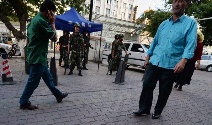 Китайские власти используют теракты в Париже, чтобы оправдать репрессии против уйгуров