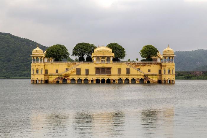 Гл. Джал-Махал — дворец воды. Фото: Firoze Edassery/en.wikipedia.org/PublicDomainPictures