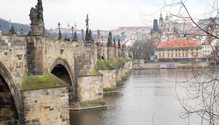 Карлов мост — достопримечательность Праги