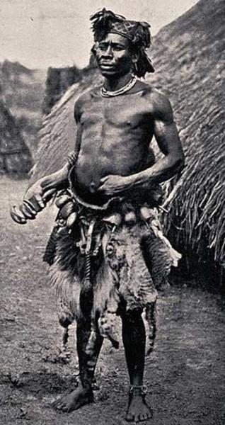 Нямнямский знахарь или шаман, экваториальная Африка. Фото: CC BY 4.0