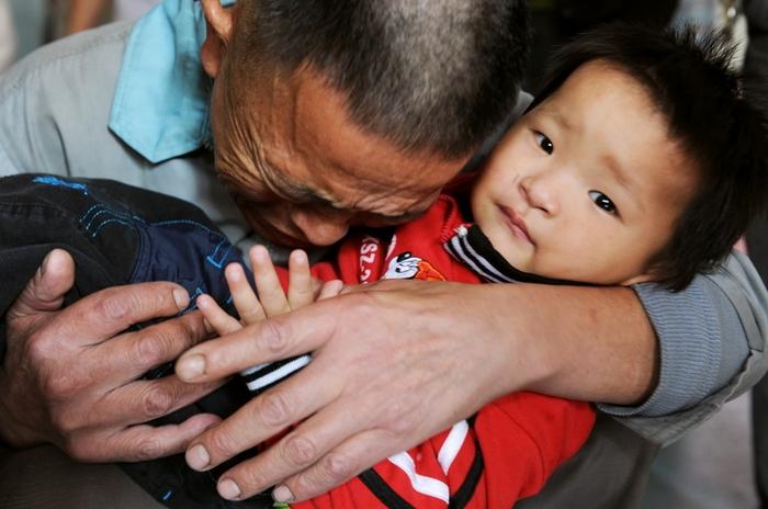 Проводимая компартией политика ограничения ребёнка принесла множество бед китайскому обществу. Фото: STR/AFP/Getty Images
